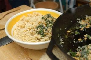 Песто на сковороде - фото шаг 7