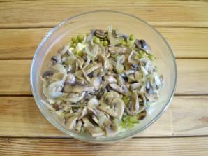 Салат с грибами и огурцами - фото шаг 7