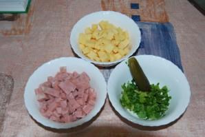 Маффины с колбасой и сыром - фото шаг 2