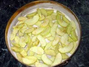 """Пирог с яблоками """"Шарлотка"""" - фото шаг 5"""
