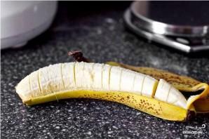 Блинный торт с бананом и ореховой глазурью - фото шаг 1