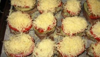 Свинина, запеченная с грибами помидорами и сыром - фото шаг 5