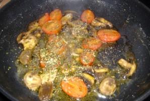Яичница с шампиньонами и помидорами - фото шаг 2