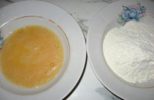Стейк зубатки на сковороде - фото шаг 2
