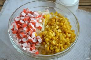 Салат с крабовыми палочками и капустой - фото шаг 4