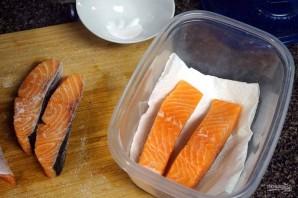 Рецепт малосольной красной рыбы - фото шаг 2