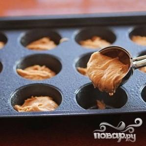 Кексы с шоколадной начинкой и кремом - фото шаг 2