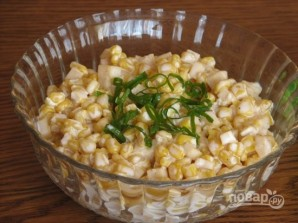 Салат из консервированной кукурузы - фото шаг 5