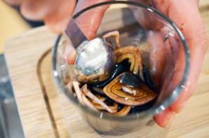 Диетический салат из кальмаров - фото шаг 2