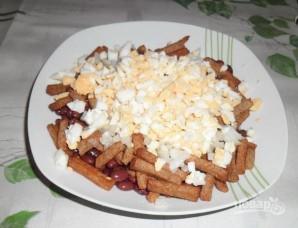 Сырный салат с сухариками - фото шаг 3