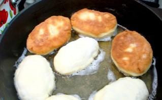 Пирожки на сковороде на кефире - фото шаг 9