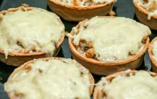 Тарталетки с сыром и грибами - фото шаг 7