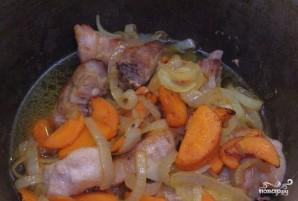 Свиные ребра, тушенные с картошкой - фото шаг 6