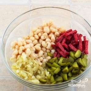 Салат с фасолью и колбасой - фото шаг 9