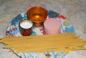 Cпагетти с колбасой - фото шаг 1