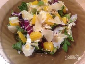 Свежий салат с апельсином и орехами - фото шаг 9