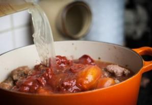 Свинина с фасолью и помидорами - фото шаг 6