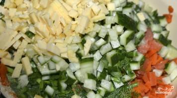 Салат с креветками и красной рыбой - фото шаг 5