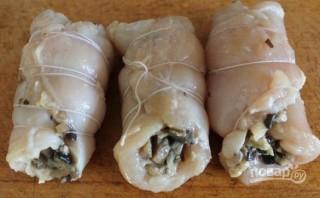 Рулетики из куриной грудки с грибами - фото шаг 7