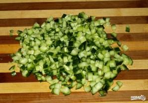 Салат с кукурузой и огурцом - фото шаг 2