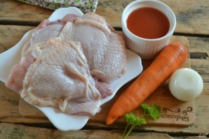 Курица под томатным соусом - фото шаг 1