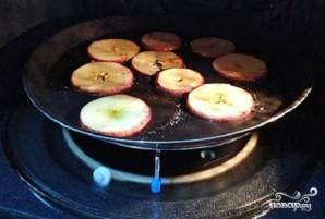 Яблочные чипсы в микроволновке - фото шаг 6