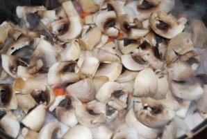 Курица тушеная с грибами - фото шаг 3