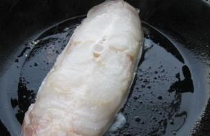 Стейк зубатки на сковороде - фото шаг 4