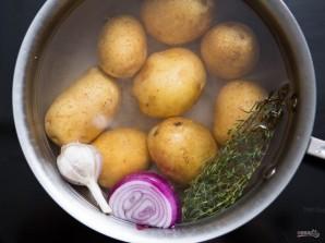 Салат с консервированным тунцом и яйцом - фото шаг 2
