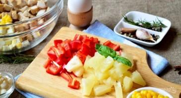Салат с ананасами и курицей - фото шаг 3