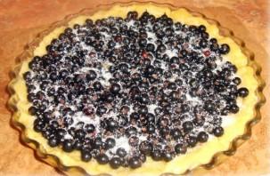 Пирог со смородиной на скорую руку - фото шаг 5