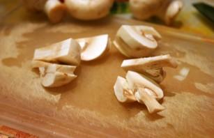 Пельмени с грибами в горшочках - фото шаг 4