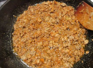 Фарш с макаронами на сковороде - фото шаг 4