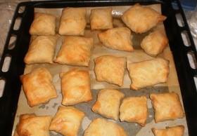 Пирожки из слоеного теста с грибами и картошкой - фото шаг 12