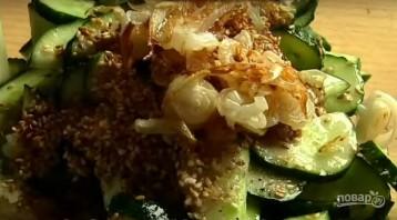 Легкий весенний салат с огурцами - фото шаг 5