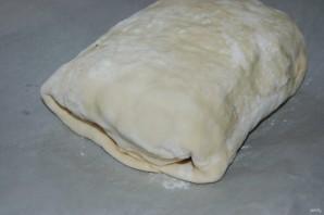Мясной рулет с грибами в слоеном тесте - фото шаг 9
