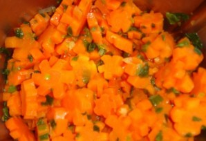 Морковь, тушеная с луком - фото шаг 5