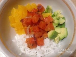Салат из риса с лососем, авокадо и апельсином - фото шаг 3