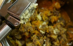 Тушеные куриные желудки - фото шаг 8