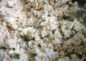 Простой салат из рыбных консервов - фото шаг 4