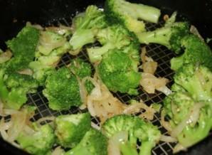 Омлет с брокколи и помидорами - фото шаг 3