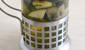 Зеленый чай с ромашкой - фото шаг 2
