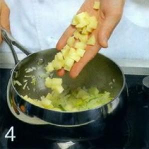 Холодный суп из лосося с луком-пореем - фото шаг 4