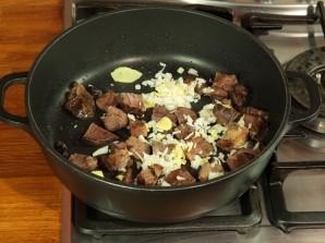 Говядина, тушеная с рисом и овощами - фото шаг 1