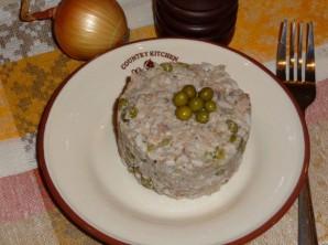 Простой салат с консервами рыбными - фото шаг 5