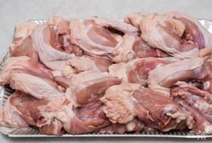 Курица тушеная с яблоками - фото шаг 1