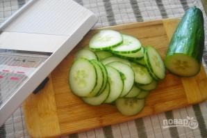 Салат из авокадо, яиц и огурцов - фото шаг 3