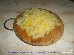 Новогодний салат Курица с ананасом - фото шаг 1
