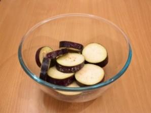 Баклажаны запеченные с томатами и сыром - фото шаг 2