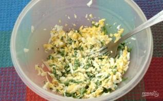Гренки с яйцом и селедкой - фото шаг 2